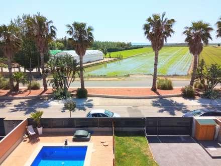 Home Staging Tarragona: Jardines de estilo mediterráneo de Home Staging Tarragona - Deco Interior