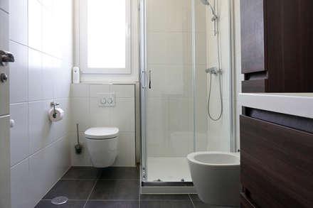 Baño en Casa Cube 150: Baños de estilo moderno de Casas Cube