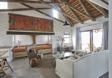 Kleinbos: rustic Living room by Full Circle Design