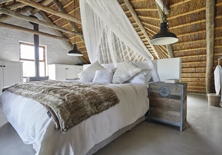 Kleinbos: rustic Bedroom by Full Circle Design