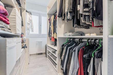 Ristrutturazione appartamento di 82 mq a Milano, San Siro: Spogliatoio in stile  di Facile Ristrutturare