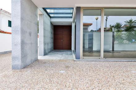 Habitação unifamiliar completa: Janelas   por Grupo HC