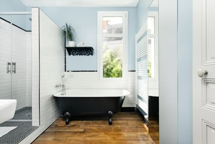 Rénovation d'une maison Tourangelle: Salle de bain de style de style eclectique par MadaM Architecture