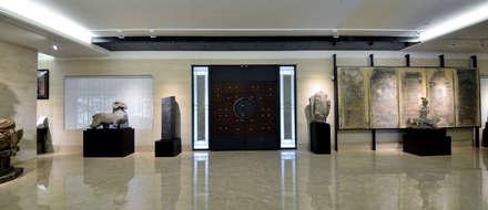 維摩山房:  走廊 & 玄關 by 利程室內外裝飾 LICHENG