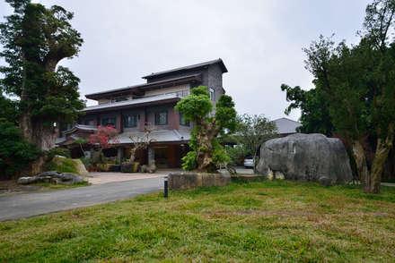 Casas de estilo asiático por 利程室內外裝飾 LICHENG