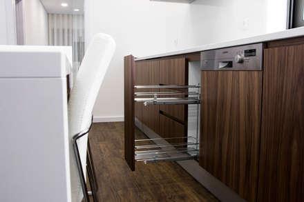 Projeto Chave na Mão: Cozinhas modernas por HC Interiores