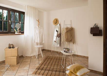 Ankleide: landhausstil Ankleidezimmer von Langmayer Immobilien & Home Staging