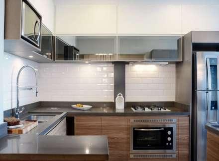 Cozinha da MasterChef: Cozinhas minimalistas por Ambientta Arquitetura