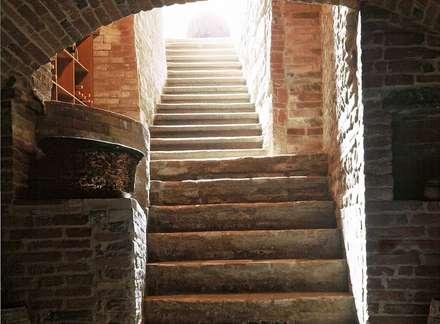 Tuscany house: Cantina in stile in stile Moderno di roberto lazzeroni