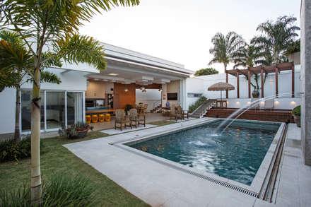 modern Pool by Misael Cardoso Arquitetura