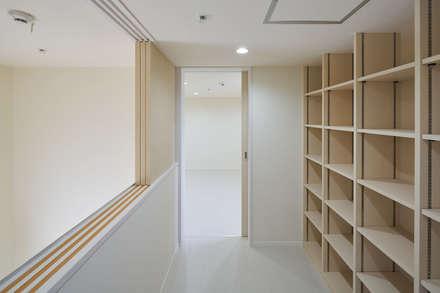 川越のグループホーム: 山本晃之建築設計事務所が手掛けた書斎です。