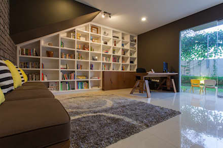 modern Study/office by Inspiratio Indonesia