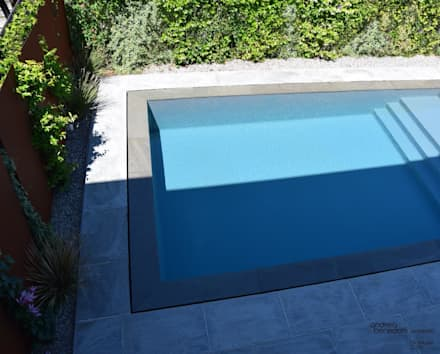 Pool & Garden : Piscina in stile in stile Moderno di LTAB/LAB STUDIO