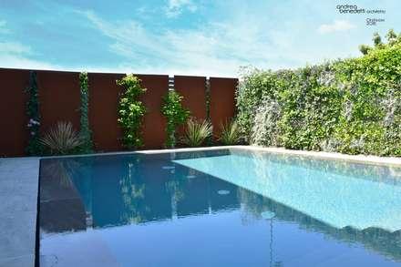 Pool & Garden : Piscina in stile in stile Moderno di LTAB/LAB STUDIO