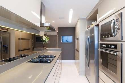 COZINHA: Cozinhas minimalistas por Leticia Athayde Arquitetura