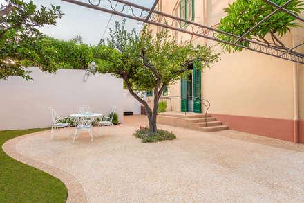 Giardino mediterraneo: Giardino in stile in stile Mediterraneo di Studio 4e
