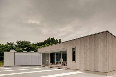 Orandajima House:  Walls by van der Architects