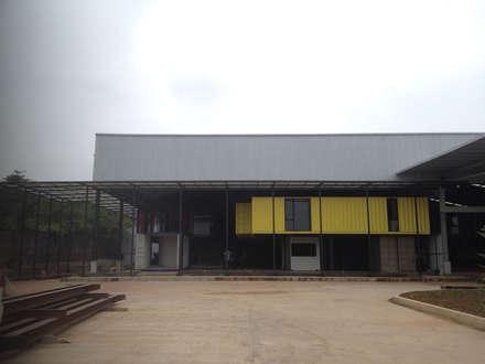 -:  Gedung perkantoran by Inspiratio Indonesia