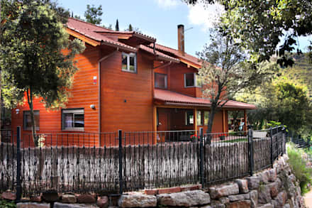 RUSTICASA | Casa em La Garriga | Barcelona: Habitações  por Rusticasa