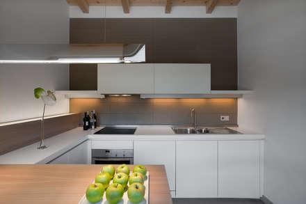 Casa Campione Borca di Cadore: Cucina in stile in stile Moderno di Luisa Fontanella architetto