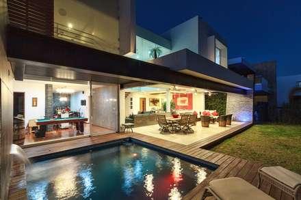 CASA REGENCY 28: Casas de estilo moderno por SANTIAGO PARDO ARQUITECTO