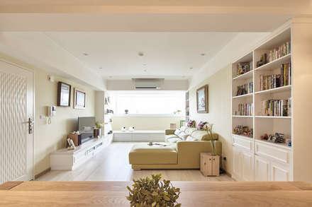 غرفة المعيشة تنفيذ 耀昀創意設計有限公司/Alfonso Ideas