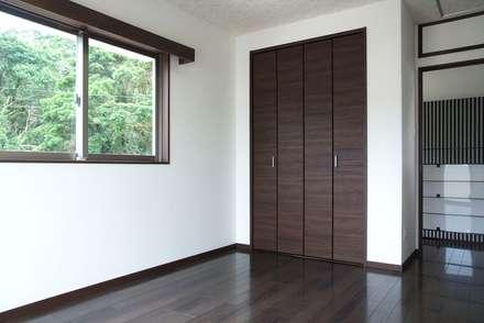 2F洋室: 株式会社青空設計が手掛けた寝室です。
