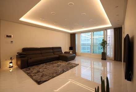 [신혼집인테리어] 서울 영등포 대림동 한솔솔파크 아파트인테리어 33PY: 디자인스튜디오 레브의  거실