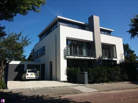 Nieuwbouw Villa te Haarlem: moderne Huizen door Architectenbureau Ron Spanjaard BNA