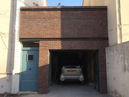 Colombes - Façade: Garage / Hangar de style de style Moderne par Atelier d'architecture ASTA