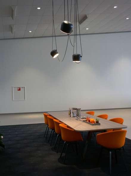 Concesionarios de estilo  por AID Interieur Architecten