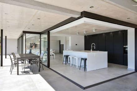Nhà bếp by Atelier Jean GOUZY