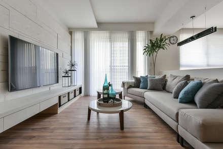 scandinavian Living room by 存果空間設計有限公司