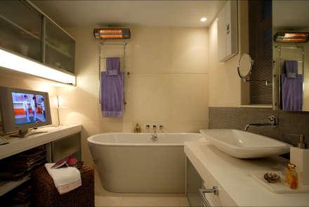evergreen villa: asian Bathroom by wayne corp