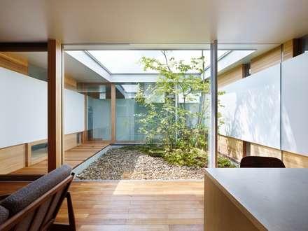 関屋の家: 藤原・室 建築設計事務所が手掛けた庭です。