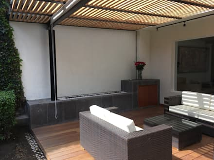 Mueble/Chimenea:  Patios & Decks by Hall Arquitectos