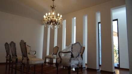 Casa AS: Comedores de estilo mediterraneo por A2H Arquitectos