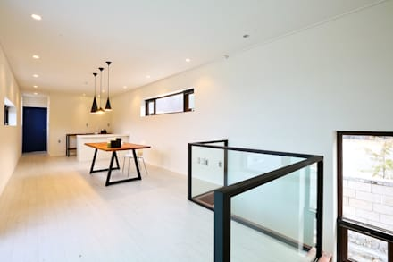 북카페 인테리어가 포인트 되는 전원주택: 한글주택(주)의  서재 & 사무실