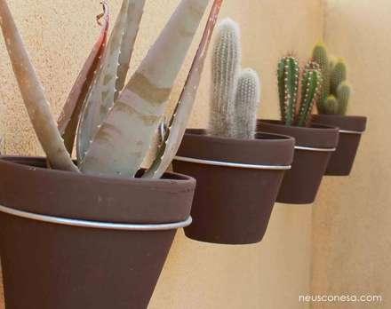 Ajardinamiento casa Sant Pere Molanta: Jardines de estilo rústico de Neus Conesa Diseño de Interiores