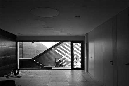 Vivienda Unifamiliar en Argaray: Garajes de estilo clásico de Rafael Hernáez Loza AITEC Proyectos