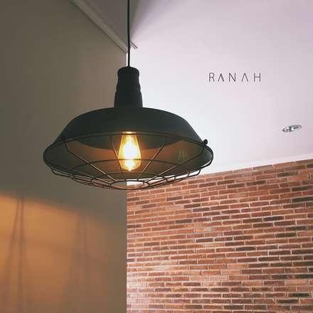 Interior Residential - Pomentia Residence:  Ruang Makan by RANAH
