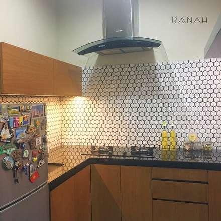 Interior Residential - Pomentia Residence:  Dapur by RANAH