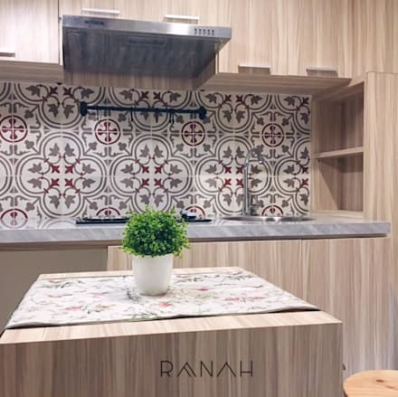 2 Bedrooms - Bassura City Apartment:  Dapur by RANAH