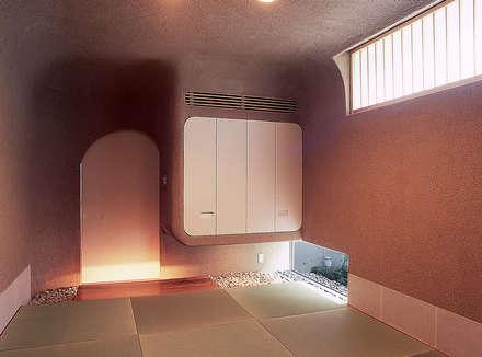 東谷山の住宅 II: アトリエ環 建築設計事務所が手掛けた和室です。