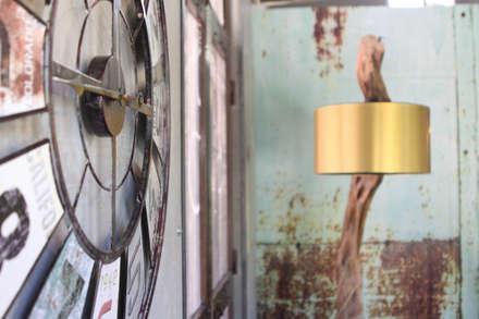 Renovação do café do Parque da Cidade do Barreiro: Salas de estar industriais por Glim - Design de Interiores Lda