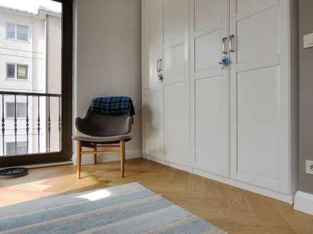 MİMPERA – Yatak Odası: iskandinav tarz tarz Yatak Odası