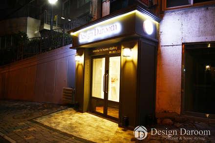디자인다룸 광장동 사무실 현관: Design Daroom 디자인다룸의  복도 & 현관