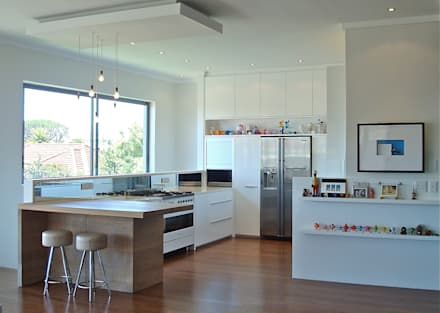 White Kitchen: modern Kitchen by Turquoise