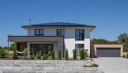 Aussenansicht Straßenseite: moderne Häuser von KitzlingerHaus GmbH & Co. KG
