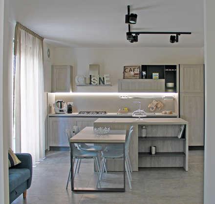 Buona la prima: Cucina in stile in stile Moderno di  LAB 360 - Architettura e Design